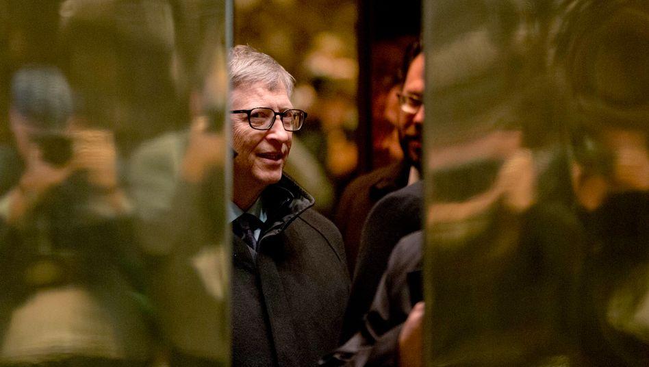 Bill Gates in einem Aufzug im Trump Tower im Dezember 2016