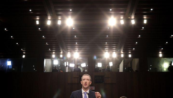 Zuckerberg im US-Kongress: Entschuldigen, lächeln, ausweichen