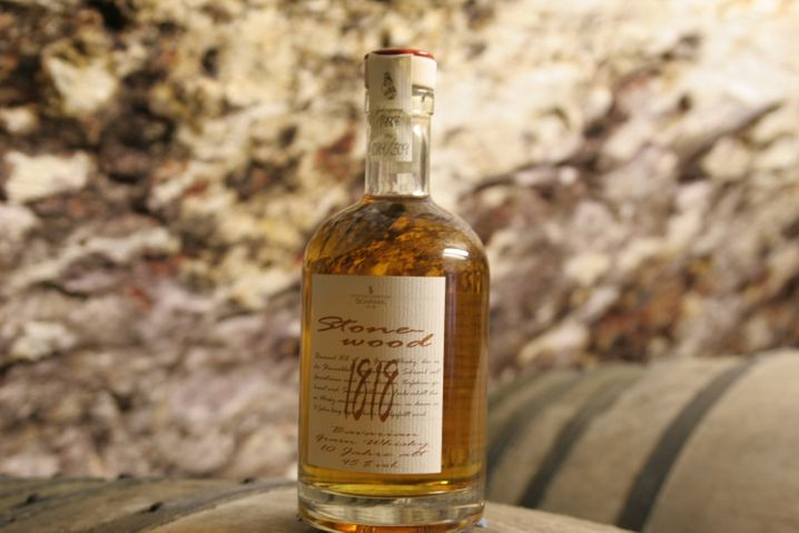 """Zehn Jahre gereift: """"Stonewood 1818 Bavarian Single Grain Whisky"""" heißt der Getreidebrand der Gebrüder Schraml aus Erbendorf in der Oberpfalz."""