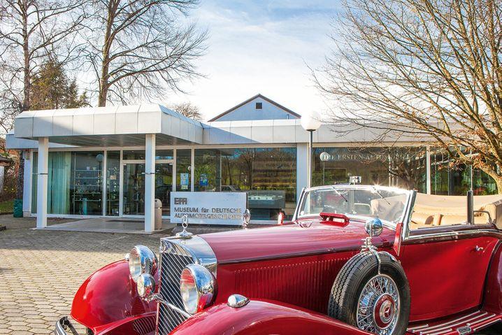 Oberbayrische Oldtimeradresse: Das EFA Museum für deutsche Automobilgeschichte in Amerang zeigt 220 deutsche Modelle.
