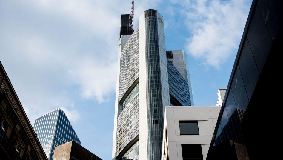 Commerzbank-Zentrale in Frankfurt: Kreditausfälle sorgen für niedrigeren Gewinn