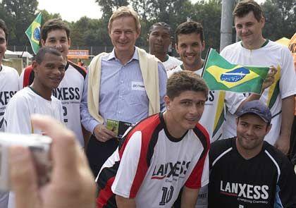 17.000 Mitarbeiter in 18 Ländern: Heitmann bei einem Firmen-Fußballtunier