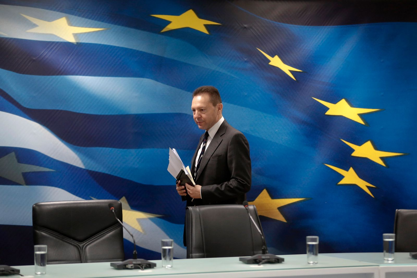 Stournaras / EU-Flagge / Griechenland Flagge