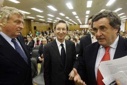Gefallen an deutschen Medien: Der Brite David Montgomery (M.), hier mit Holtzbrinck-Geschaeftsfuehrer Michael Grabner (r.)