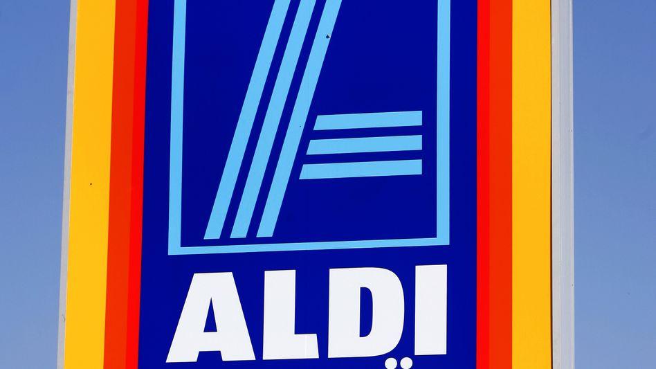 Nachwuchskräfte gefesselt und misshandelt: Bei Fehlverhalten von Vorgesetzten oder Kollegen sollen sich Aldi-Mitarbeiter jetzt vertrauensvoll an einen internen Ombudsmann wenden können