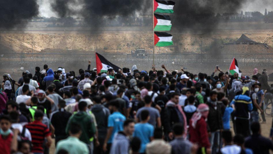 Massaker in Gaza: Israelische Soldaten schießen in die Menge. Mindestens 41 Palästinenser wurden erschossen und mehr als 1000 weitere verletzt