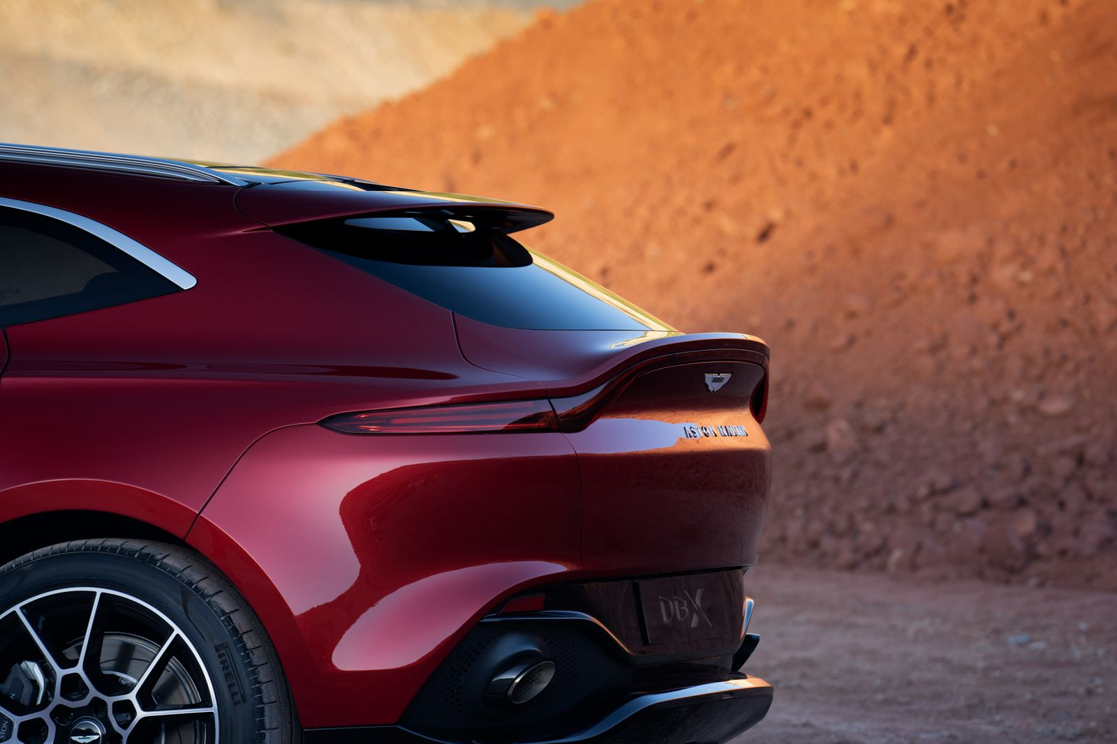 Aston Martin DBX / Heck