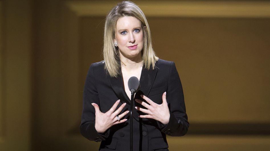 """""""Forbes senkt ihre Bewertung auf nichts."""" Theranos-Gründerin Elizabeth Holmes ist ihren Milliardärsstatus los"""