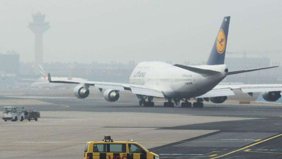 Lufthansa-Maschine auf dem Flughafen Frankfurt