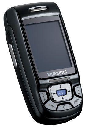 Samsung SGH-D500: Zum Lieferzubehör gehören auch Plug-In-Lautsprecher