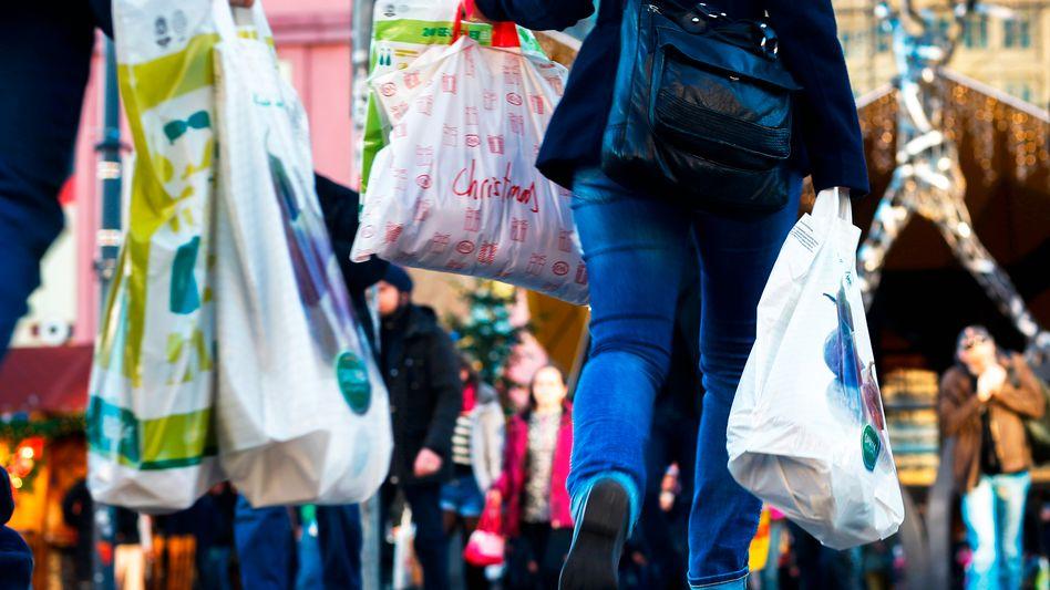 Kaufen, kaufen, kaufen: Den Menschen in Deutschland sitzt das Geld wieder lockerer