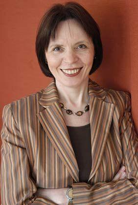 Monika Birkner arbeitete 20 Jahre im Management. Seit 2001 ist sie selbst Solo-Unternehmerin und berät Selbstständige. 2002 gewann sie den ersten Preis im Trendinnovationswettbewerb des Zukunftsinstituts von Matthias Horx.