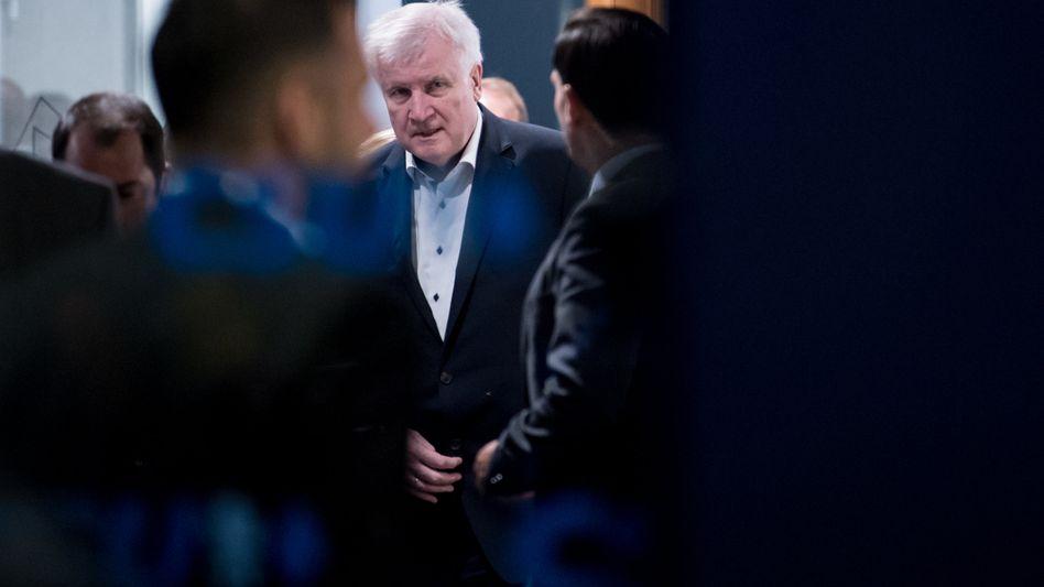 Horst Seehofer: Rücktritt, wenn Merkel nicht einlenkt