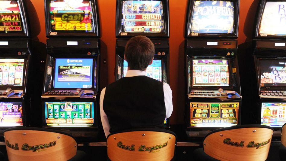 Wer hat, der hat: Ein tschechischer Millionär vertrieb sich die Wartezeit am Automaten - und gewann 1,3 Millionen Euro