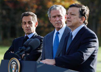 Ein Gipfel ist nicht genug: EU-Ratsvorsitzender Nicolas Sarkozy, US-Präsident George W. Bush und EU-Kommissionspräsident José Manuel Barroso wollen eine ganze Serie von Weltfinanztreffen auf den Weg bringen, um das globale Finanzsystem zu stabilisieren. Das erste Treffen soll Mitte November stattfinden.