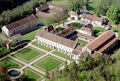 Die passende Architektur zum asketischen Lebensstil: Die Zisterzienser-Abtei Fontenay in Burgund wurde im Jahr 1139 gegründet