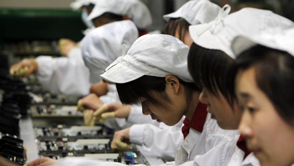 """Umzug: iPhone- und iPad-Fertiger Foxconn will bis 2020 bis zu zwölf Fabriken in Indien aufbauen. In China zögen die Menschen """"einfachere und entspanntere Jobs"""" vor, beklagte Foxconn-Chef Terry Gou"""