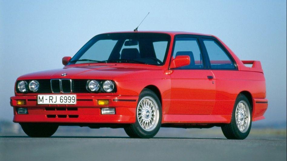 Herrlich analog: Vom Alltags-BMW 3 unterscheiden den M3 E30 optisch breitere Kotflügel und Heckspoiler