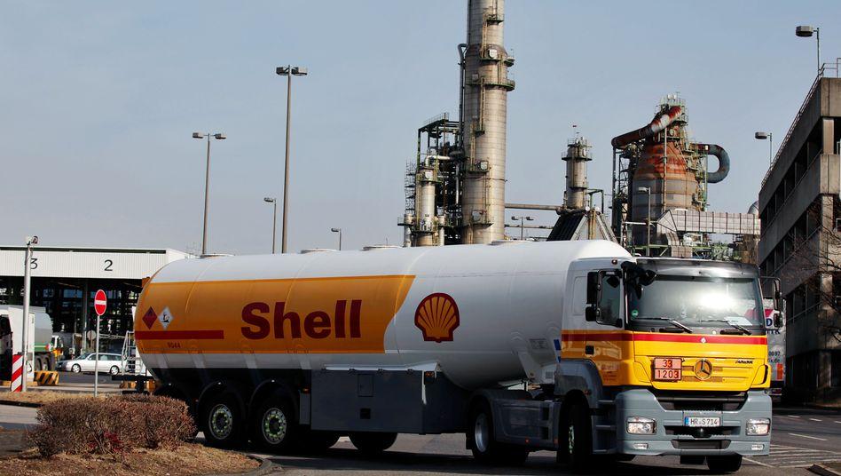 Shell-Raffinerie bei Köln: Sinkende Margen im Raffinerie-Geschäft sowie niedrige Öl- und Gaspreise belasten