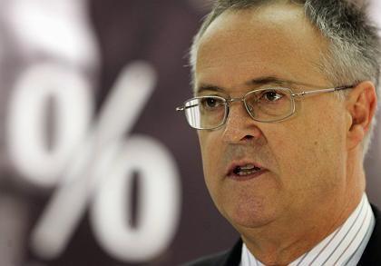 Makulatur: Finanzminister Hans Eichel muss voraussichtlich seine Pläne überarbeiten
