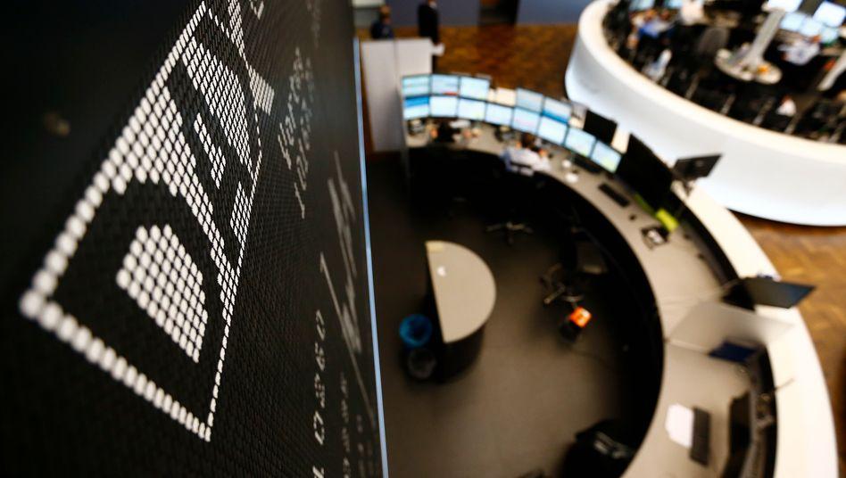 Handelssaal in Frankfurt: Experten sehen den Dax nach unten abgesichert