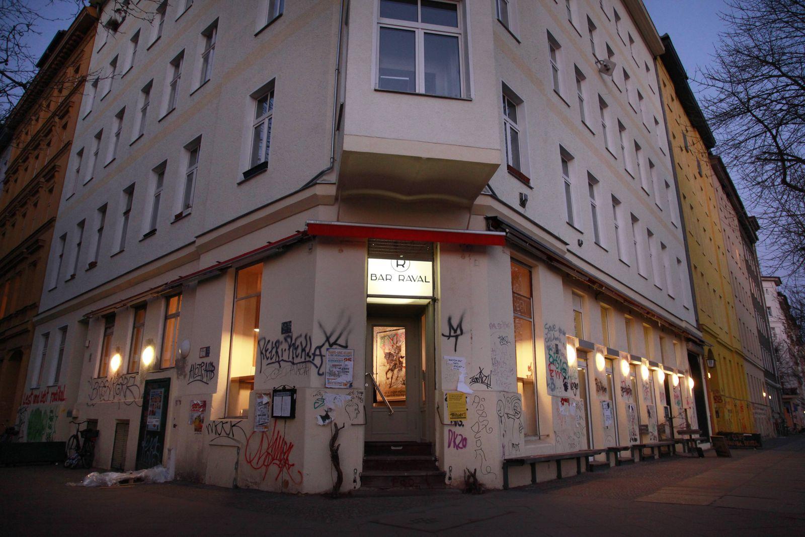 """EINMALIGE VERWENDUNG Daniel Brühl: """"Bar Raval"""", Berlin"""