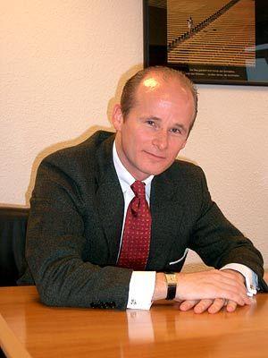 """""""Wären Sie ein wichtiger Kunde für mich, würde ich Sie zum Fußballspiel einladen"""" Vertriebsexperte Joachim Pawlik (38), ehemals Fußball-Profi beim FC St. Pauli, ist Vorstandsvorsitzender der Pawlik Sales Consultants AG"""