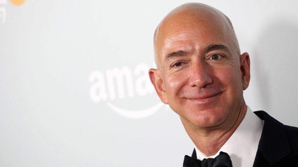 Jeff Bezos: Gemeinsam mit Bill Gates, Warren Buffett, Carlos Slim, Mark Zuckerberg, Amancio Ortega, Larry Ellison und Michael Bloomberg hat er mehr Geld angehäuft als 3,6 Milliarden Menschen auf der Welt