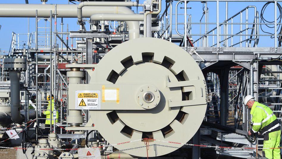 Empfangsstation der Ostsee-Pipeline Nord Stream 2 in Mecklenburg: Ein russisches Spezialschiff soll die Pipeline-Verbindung auf dem Grund der Ostsee fertigstellen
