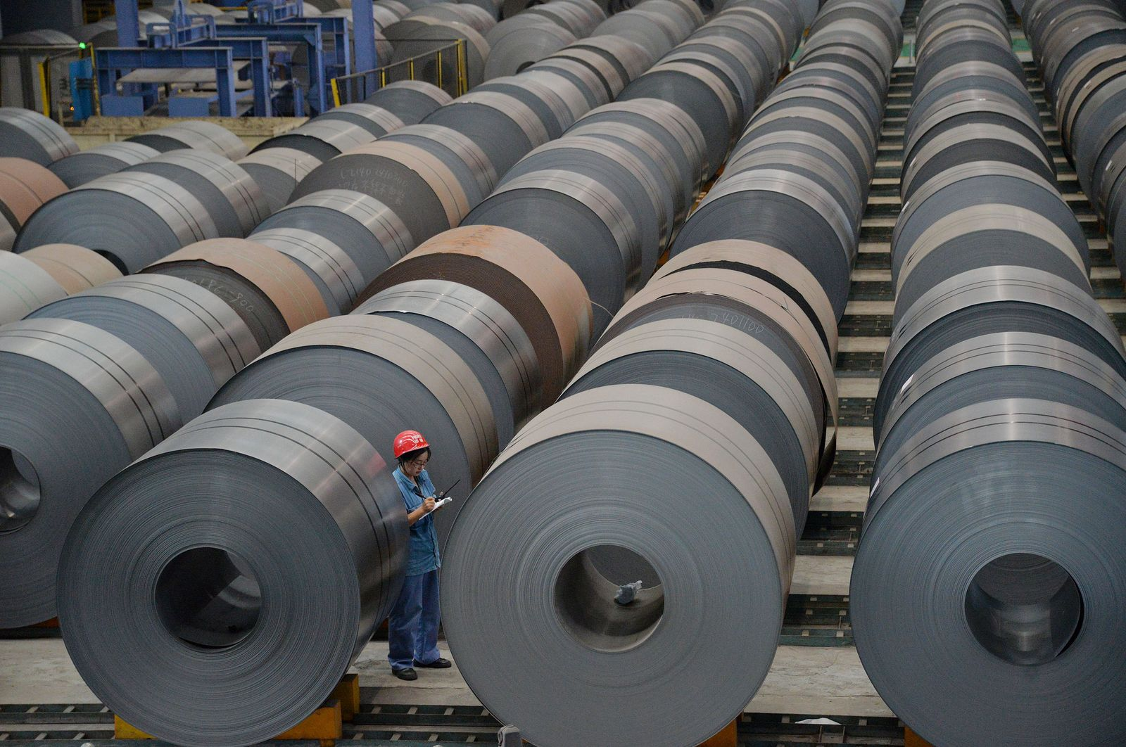 China fuels world steel output to climb 1.7%