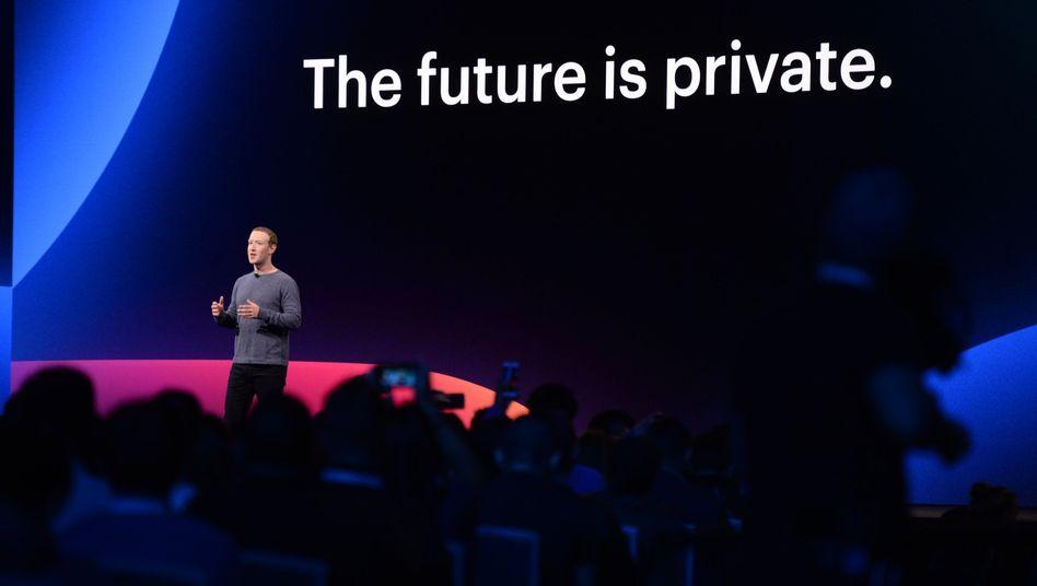 Facebook-Chef Mark Zuckerberg bei einer Entwicklerkonferenz: Künftig mehr Fokus auf Datenschutz