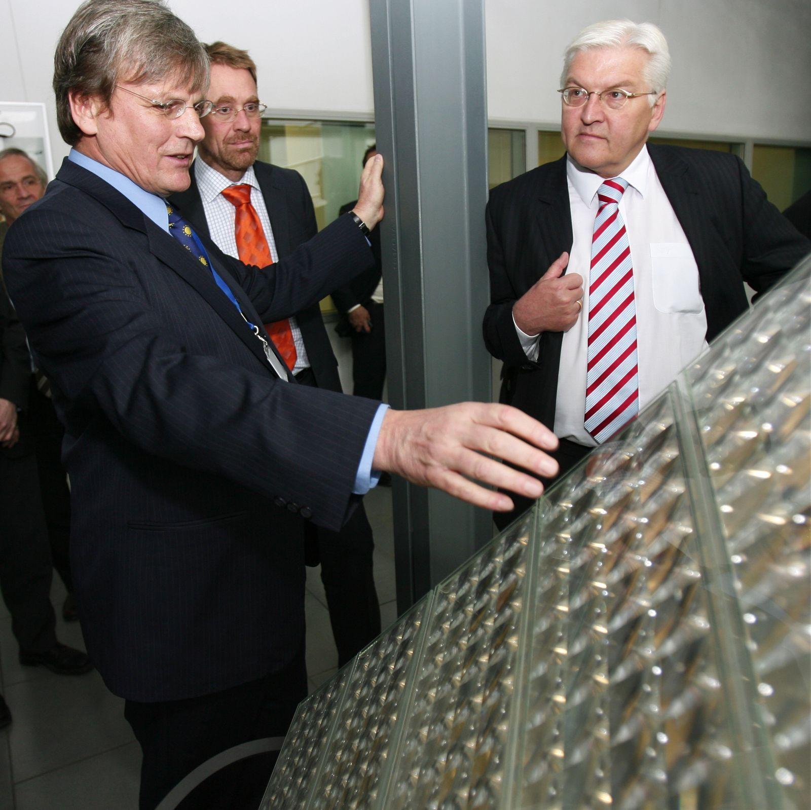 Außenminister Steinmeier besucht Fraunhofer Institut für Solare Energiesysteme