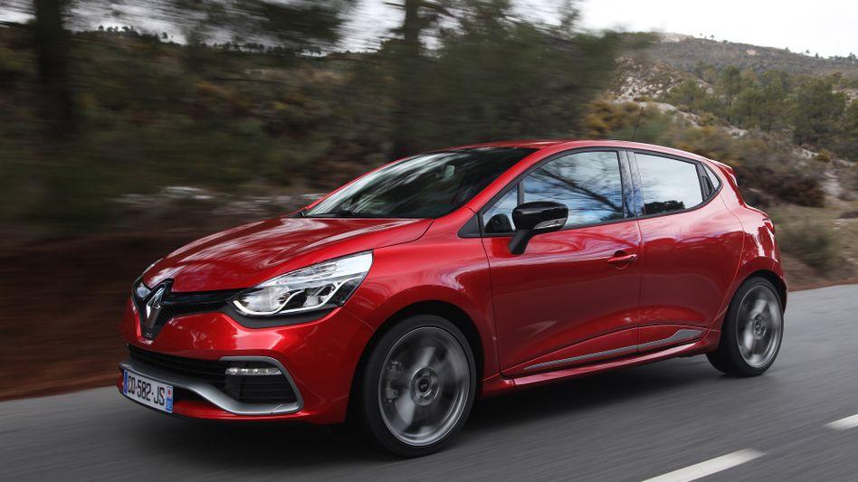 Razzia bei Renault: Wie jetzt bekannt wurde, durchsuchten Ermittler vergangene Woche Geschäftsräume des Autobauers. Anleger zeigten sich heute schockiert und verbrannten fünf Milliarden Euro an Börsenwert - das entspricht in etwa 370.000 Neuwagen des Modells Clio
