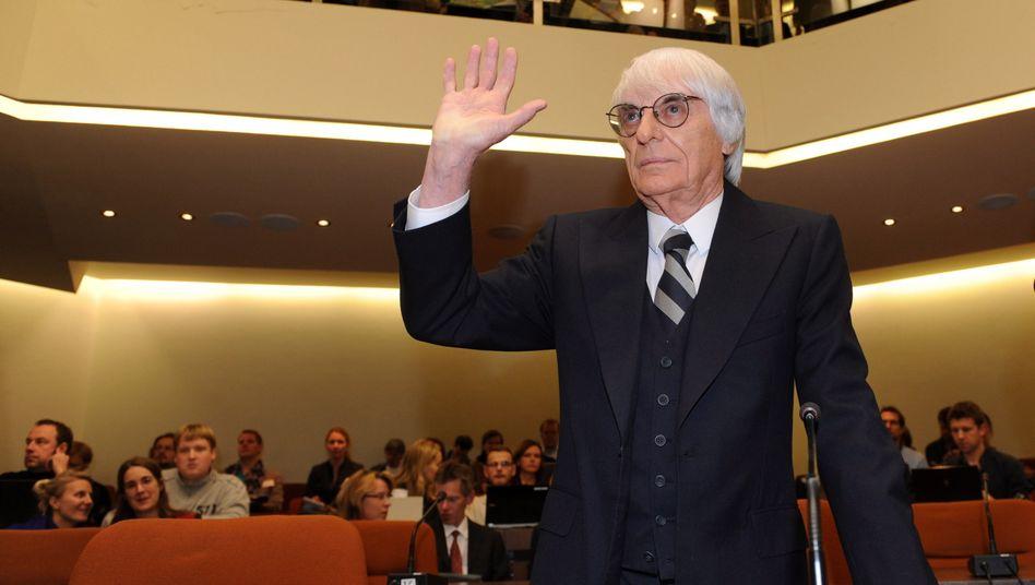 """""""Ich hatte dieses Gefühl"""": Formel 1-Boss Ecclestone vor dem Münchener Gericht"""