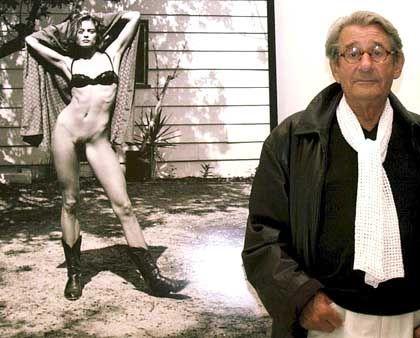 """Newton vor einem seiner Bilder: """"Kein Monument"""", sondern ein """"Forum"""""""