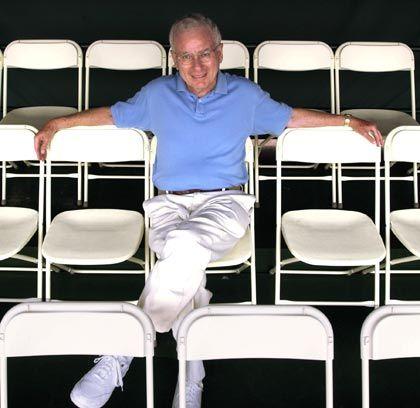 """Mister Shareholder-Value Der Wissenschaftler: Alfred Rappaport lehrte 28 Jahre als Managementprofessor an der Northwestern University in Chicago, heute lebt der 76-Jährige in einem Vorort von San Diego. Bekannt wurde Rappaport 1986 mit dem Werk """"Creating Shareholder Value"""". Die Theorie: Nicht Vermögenswerte in der Bilanz sollten den Wert eines Unternehmens bestimmen, sondern die Summe aller zukünftigen Barmittelüberschüsse (""""Cashflow""""). Mit dieser heute allgemein anerkannten Erkenntnis löste Rappaport eine Managementrevolution aus. Hohe Eigenkapitalrenditen gepaart mit wachsenden Umsätzen gelten seither als Königsweg."""