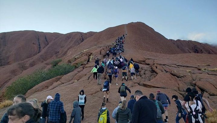 """Uluru in Australien, """"Train Street"""" in Hanoi, Färöer-Inseln: Diese Attraktionen sind für Touristen gesperrt"""