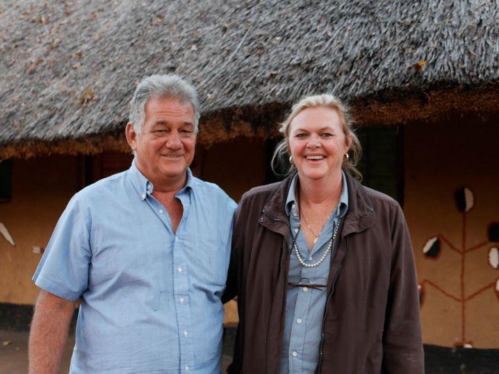 Lachende Gastgeber: Guy und Maureen Pickering von der Kumbali Lodge