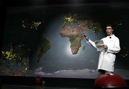 Geschäftstüchtig: Google-Chef Larry Page präsentiert den Dienst Google Earth