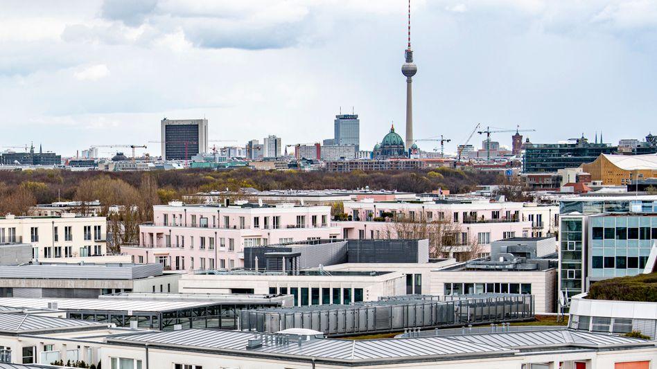 Billiger wohnen: Mit dem Mietendeckelgesetz hatte die Stadt Berlin die Mieten zum 23. Februar 2020 für rund 1,5 Millionen Wohnungen ganz eingefroren