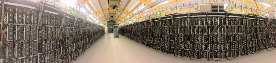 Bitcoin-Mining-Farm auf Island: Der Marktwert der Krypto-Währungen wie Bitcoin, Ether oder Litecoin ist auf 170 Milliarden Dollar zusammengeschmolzen. Zu Zeiten des Booms waren es mehr als 800 Milliarden Dollar