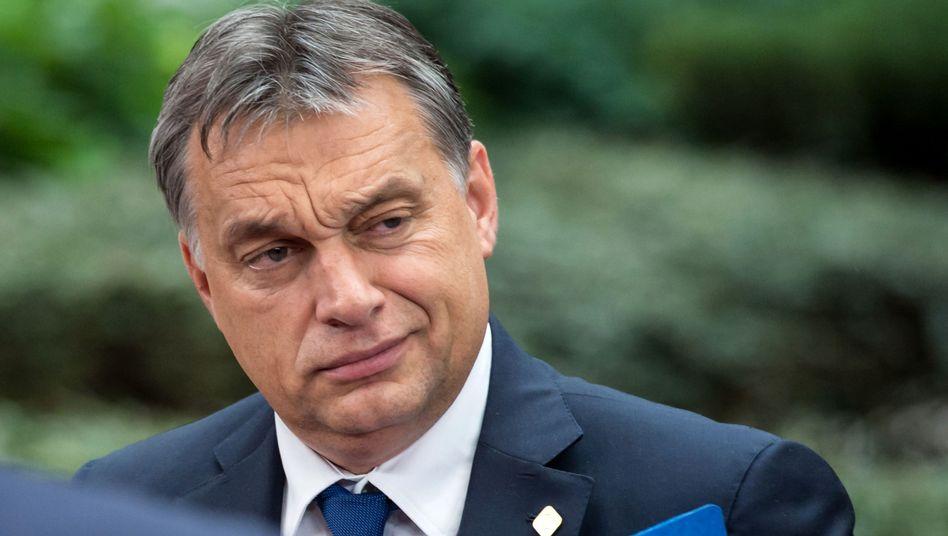 """""""So kann man nichts einführen"""": Massiver Widerstand seines Volkes hat Ungarns Ministerpräsidenten Viktor Orban dazu veranlasst, die Internetsteuer abzublasen"""