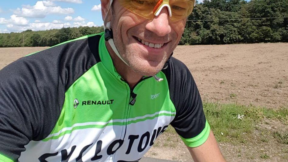 Renault-Deutschland-Chef Uwe Hochgeschurtz 54) trainiert gern mit dem Rad
