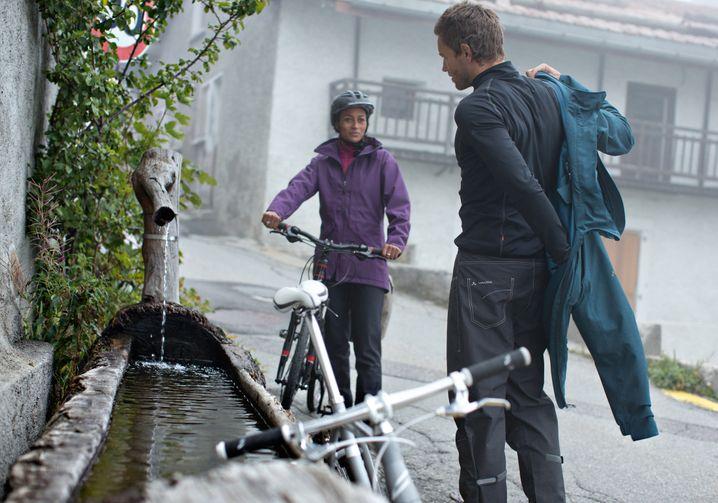 Modische Alternative zur schnöden Plastikregenjacke: Die wind- und wasserdichte Homy Padded Jacket von Vaude sieht fast aus wie ein gewöhnlicher Mantel.