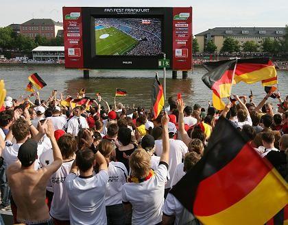 Feiernde Fans: Begeisterung im ganzen Land, hier in Frankfurt am Main