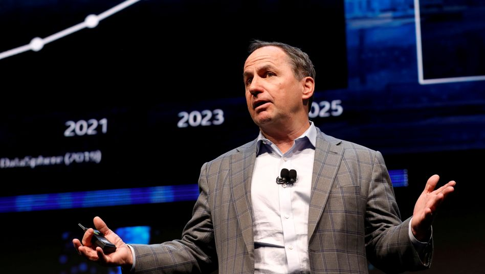 Intel-Chef Bob Swan muss Probleme bei der Entwicklung und Produktion von neuen Prozessoren eingestehen.