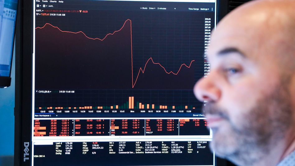 Die Kurse an den Börsen sind steil und abrupt nach unten weggebrochen. Doch das ist nur ein Symptom - die Gründe für die heftige Reaktion liegen tiefer und haben eine Geschichte..