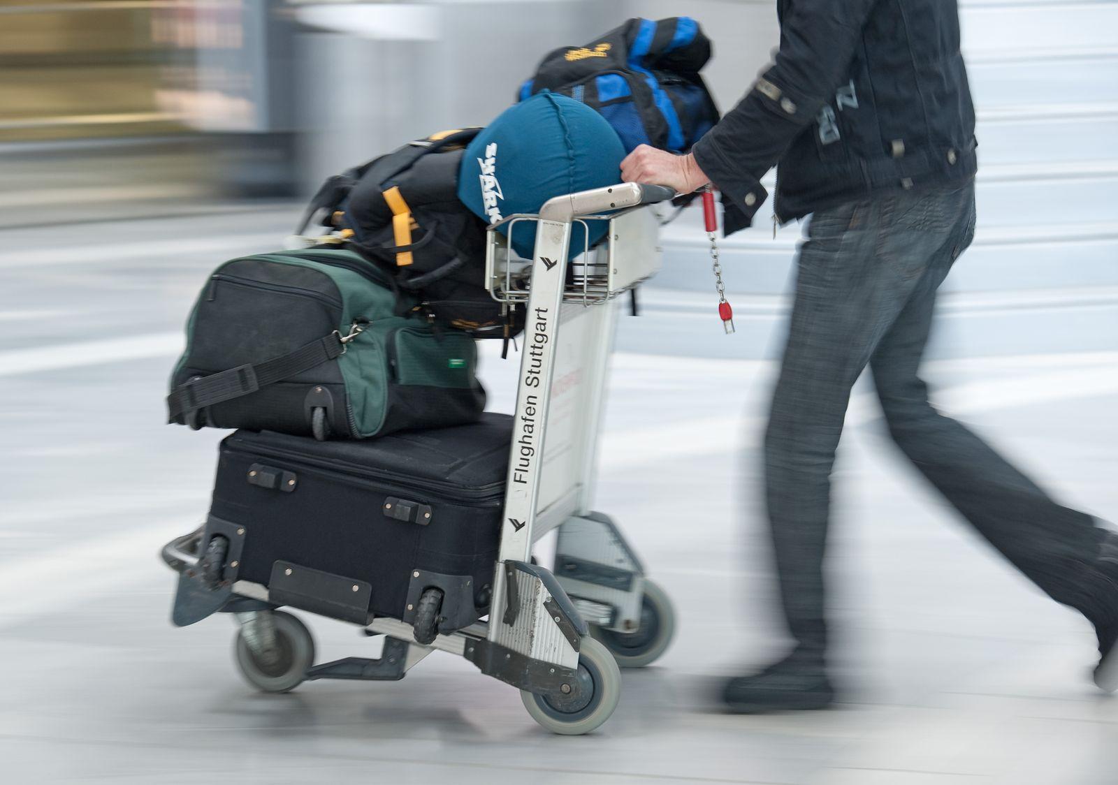 Flughafen Stuttgart / Gepäckwagen / Kofferkuli