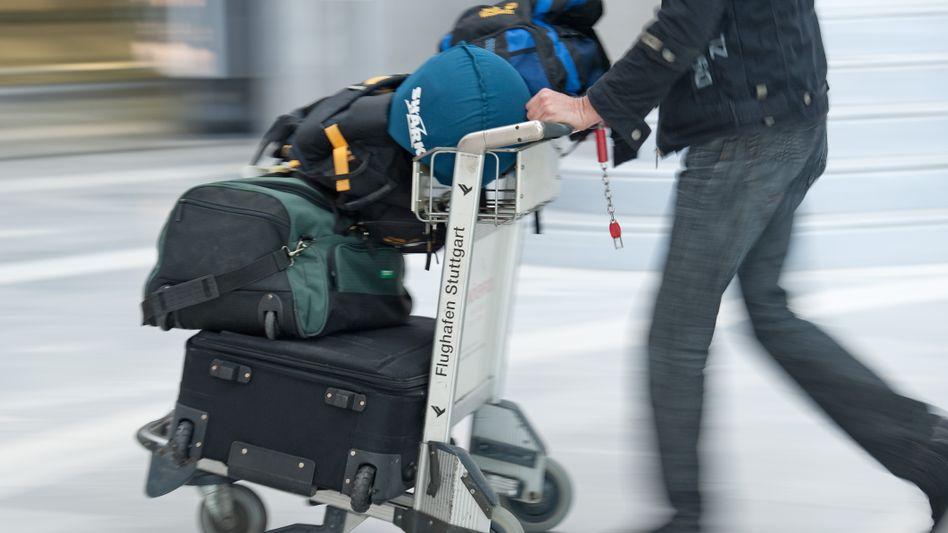 Schleppen oder Bezahlen? Die sogenannten Kofferkulis sollen in Spanien kostenpflichtig werden