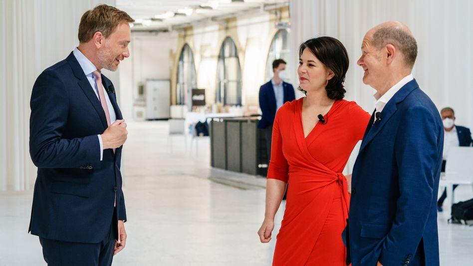 Gegensätze: Ampel-Spitzenkandidaten Christian Lindner (FDP), Annalena Baerbock (Grüne) und Olaf Scholz (SPD, v.l.)